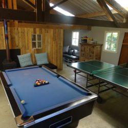 Grote vakantie verblijven Zeeland, chill ruimte met poolbiljart en tafeltennis