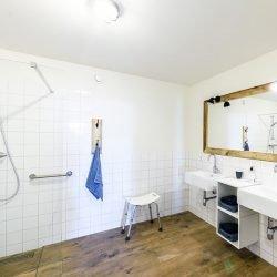 Rolstoelvriendelijke badkamer Oostkapelle vakantiehuizen verhuur