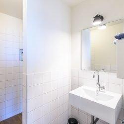 Moderne badkamers vakantiehuis Zeeland
