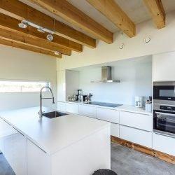 Moderne luxe keuken met alle voorzieningen