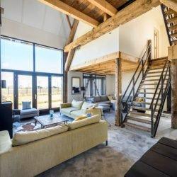 Chill toplocatie verhuur accommodatie zeeland beach barn modern interieur